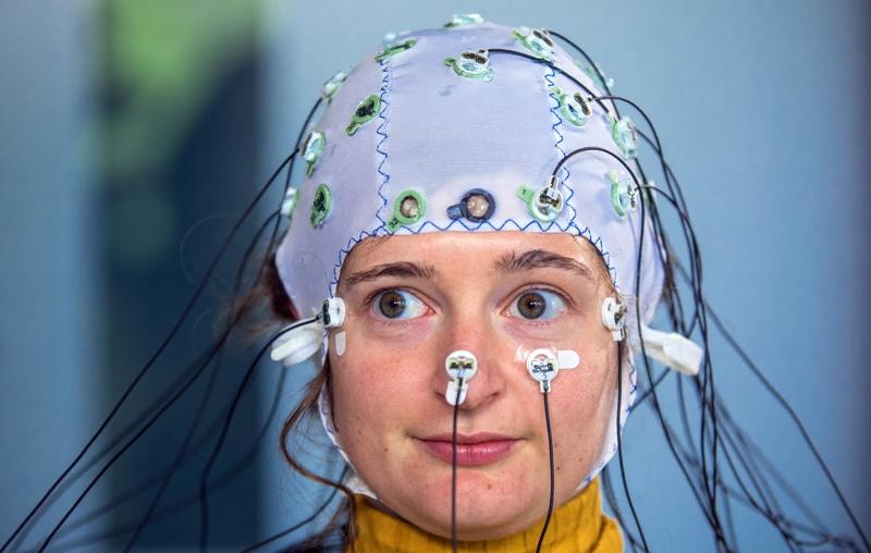Messen von Gehirnströmen