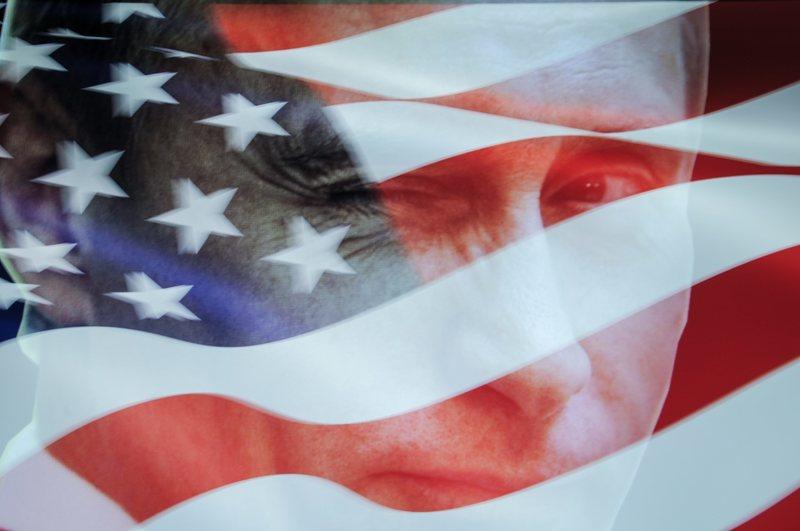 dpa96556713_Vladimir_Putin_US_Flagge