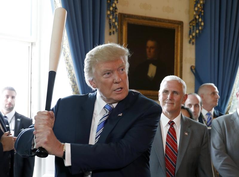 dpa_92500051_Donald_Trump_Baseballschlaeger