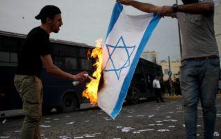 dpa120345130_brennende_fahne_israel_