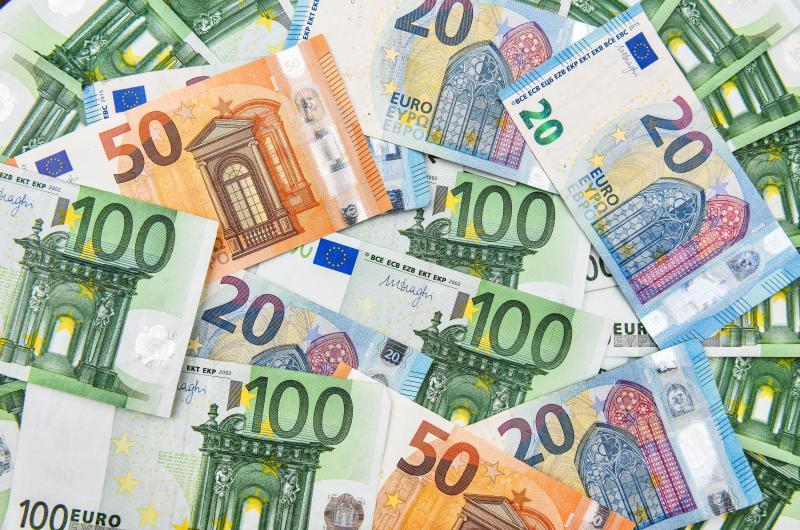 dpa128275502_banknoten_scheine_euro