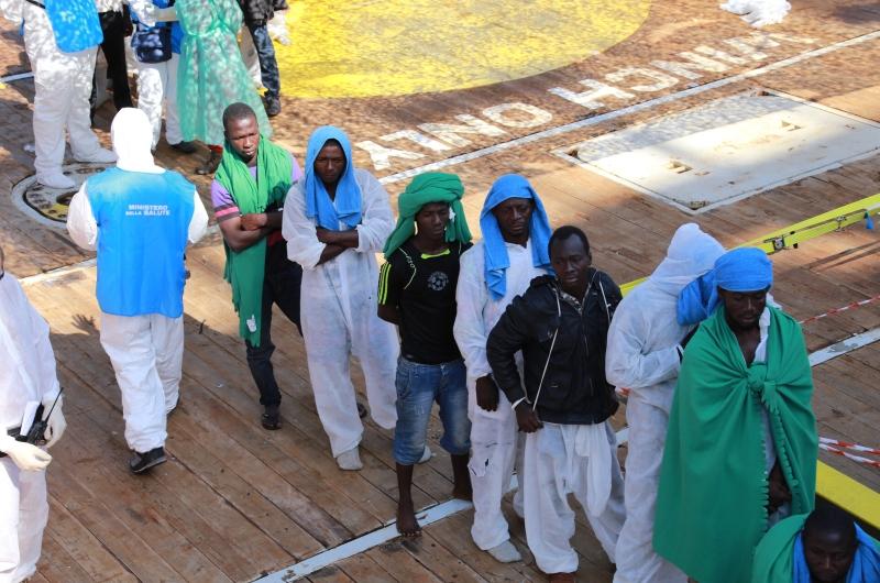 kopp_report_afrikanische_rmutsmigranten_bootsfluechtlinge_hafen_italien_sizilien_mafia_2