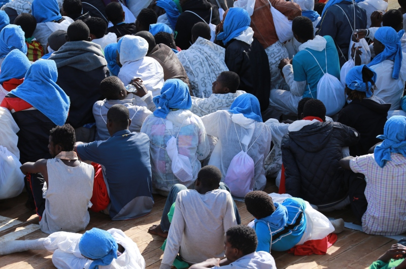 kopp_report_afrikanische_rmutsmigranten_bootsfluechtlinge_hafen_italien_sizilien_mafia_4