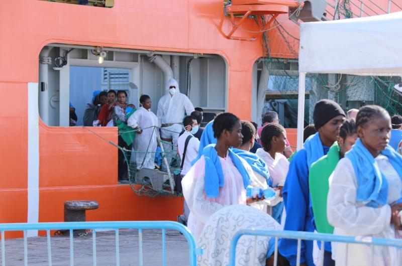 zuwanderung_armutsmigranten_fluechtlinge_bootsfluechtlinge_hafen_italien