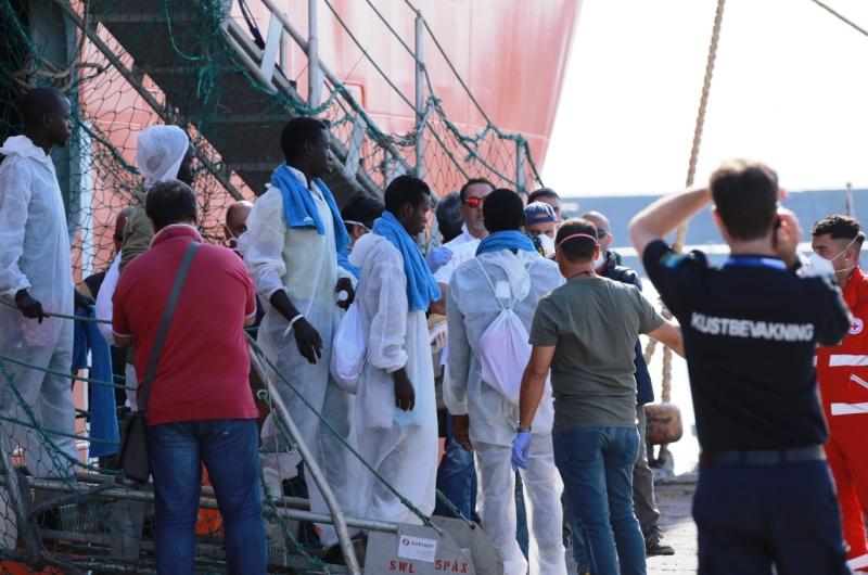 zuwanderung_armutsmigranten_fluechtlinge_bootsfluechtlinge_hafen_italien_kuestenwache