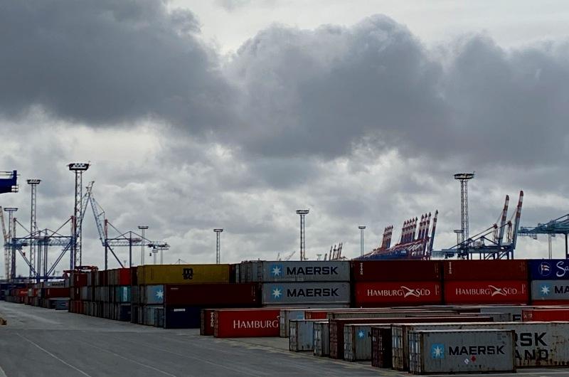 KOPP_Report_duestere_Wolken_deutsche_Wirtschaft_Hafen_Container_Schiffe_4