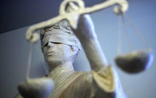 dpa22626923_statue_Justizia