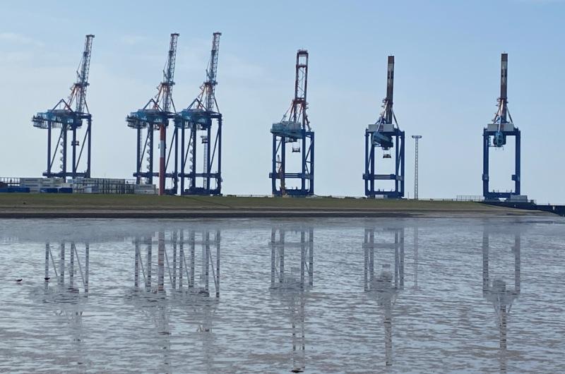 KOPP_Report_Hafen_Export_Kraene_Aussen_Wirtschaft