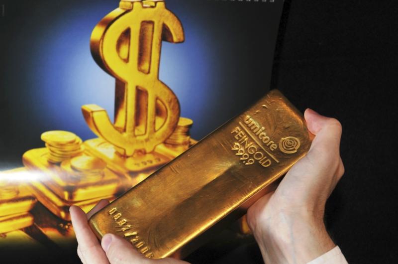dpa18783117_goldbarren_dollar