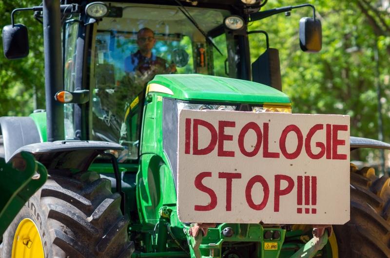 dpa219141571_bauern_protest_demo_landwirt_stop_ideologie