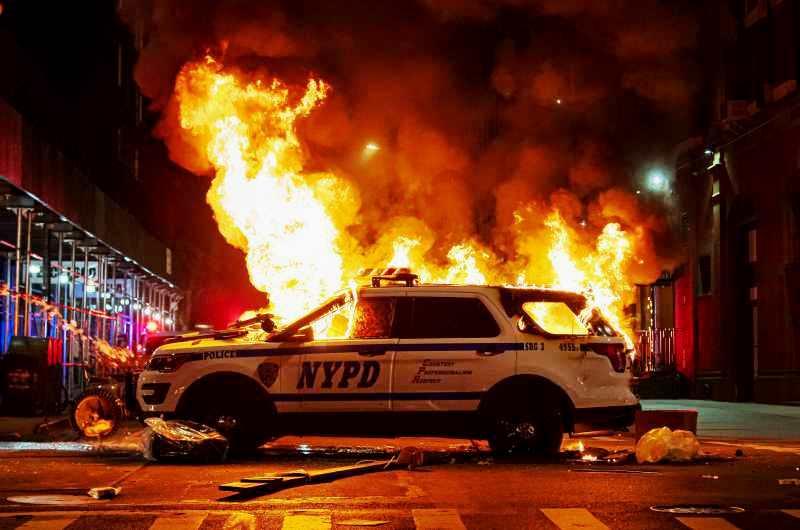 dpa219790788_new_york_black_lives_matter_blm_polizei_feuer_brand_randale_ausschreitungen_linksextremismus