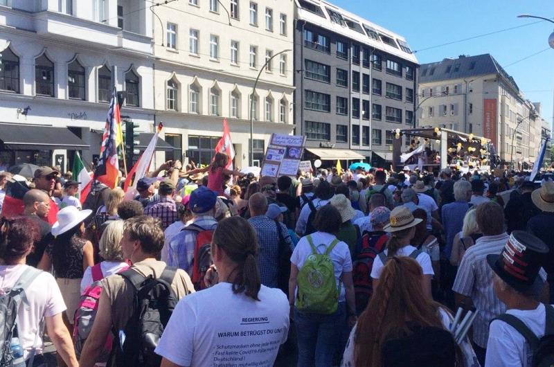 KOPP_Report_Demo_Freiheit_Berlin_1_August_stuttgart711