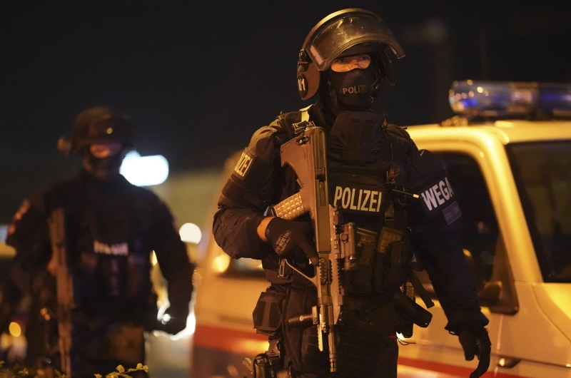 dpa223895610_wien_terror_islam_anschlag_polizisten