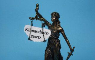 dpa240161669_justitia_klimaschutzgesetz_urteil