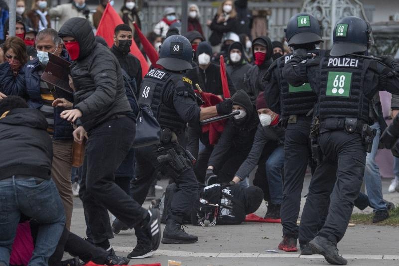 dpa240212387_1_mai_demo_frankfurt_antifa