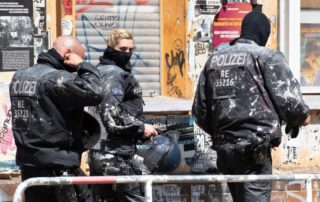 dpa245253603_polizeibeamte_angegriffen_staatsfeinde_berlin_polizei